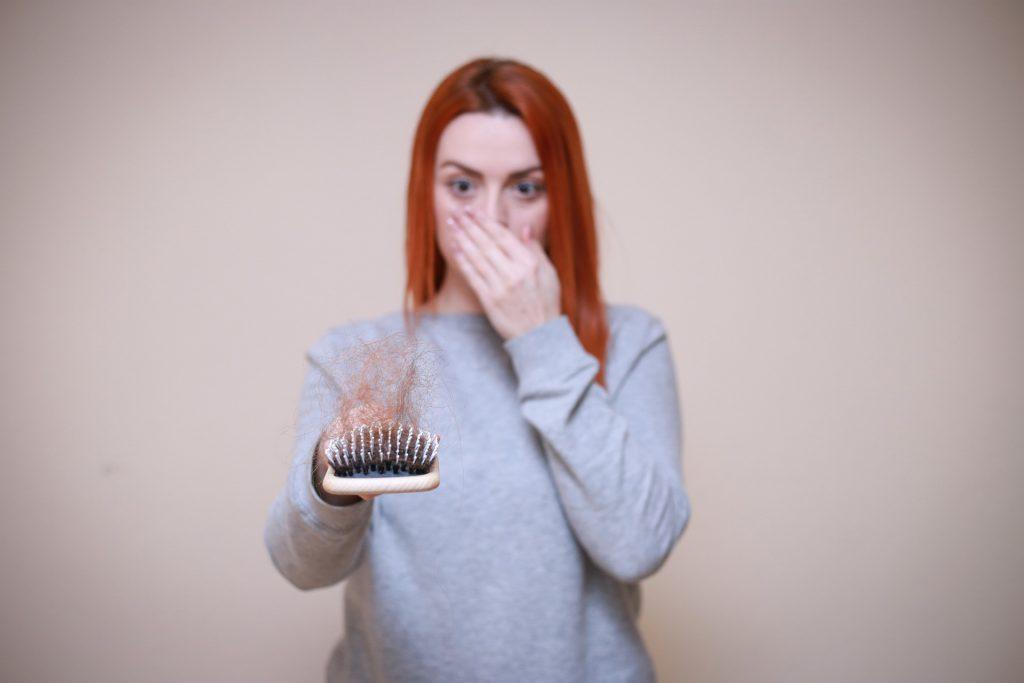 מה הקשר בין תזונה נכונה לבין נשירת שיער