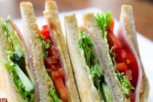 טופ 5: סנדוויצ'ים עם פסטרמה שישאירו לכם טעם של עוד